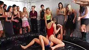 Pool Lesbische Party Mädchen Shop by